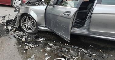Perplasen makinat në Kamëz, plagoset 30 vjeçari