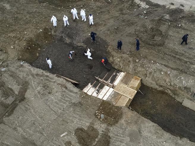 Shteti me më shumë persona të infektuar në botë, New York-u nis varrimet masive për viktimat