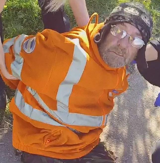 U kollit në drejtim të policëve, 58-vjeçari përfundon pas hekurave