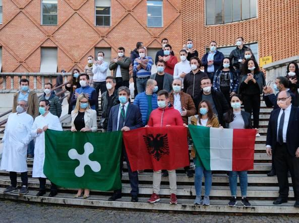 Gjobë dhe padi mjekëve shqiptarë në Itali, festuan me birra e muzikë të lartë mbarimin e misionit