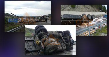 VIDEO / E pazakontë në kohë izolimi, përmbyset kamioni me ushqime në Elbasan