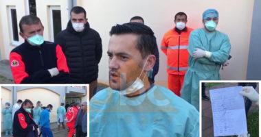 Nuk morën shpërblimin e premtuar nga qeveria, protestojnë mjekët dhe infermierët në Lezhë