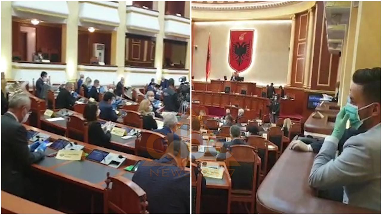 VIDEO/ Seanca e pazakontë në Kuvend, si janë ulur deputetët