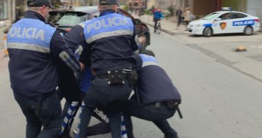 Kokainë dhe armë në Divjakë: Arrestohen 4 persona, mes tyre një polic