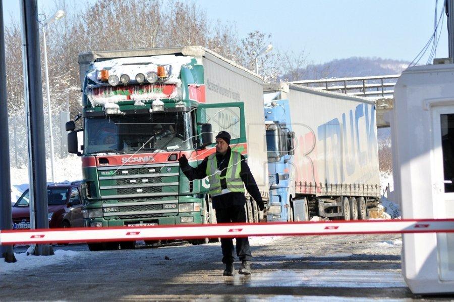 Serbia bllokon hyrjen e kamionëve nga Kosova