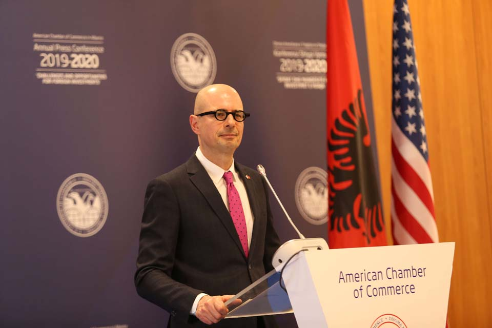 """""""4 propozime"""", Dhoma Amerikane e Tregtisë thirrje qeverisë: Konsultohuni përpara se të merrni vendime me pasoja"""