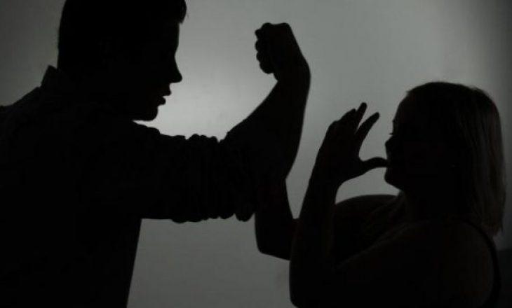 Ushtronin dhunë në familje, pranga dy personave