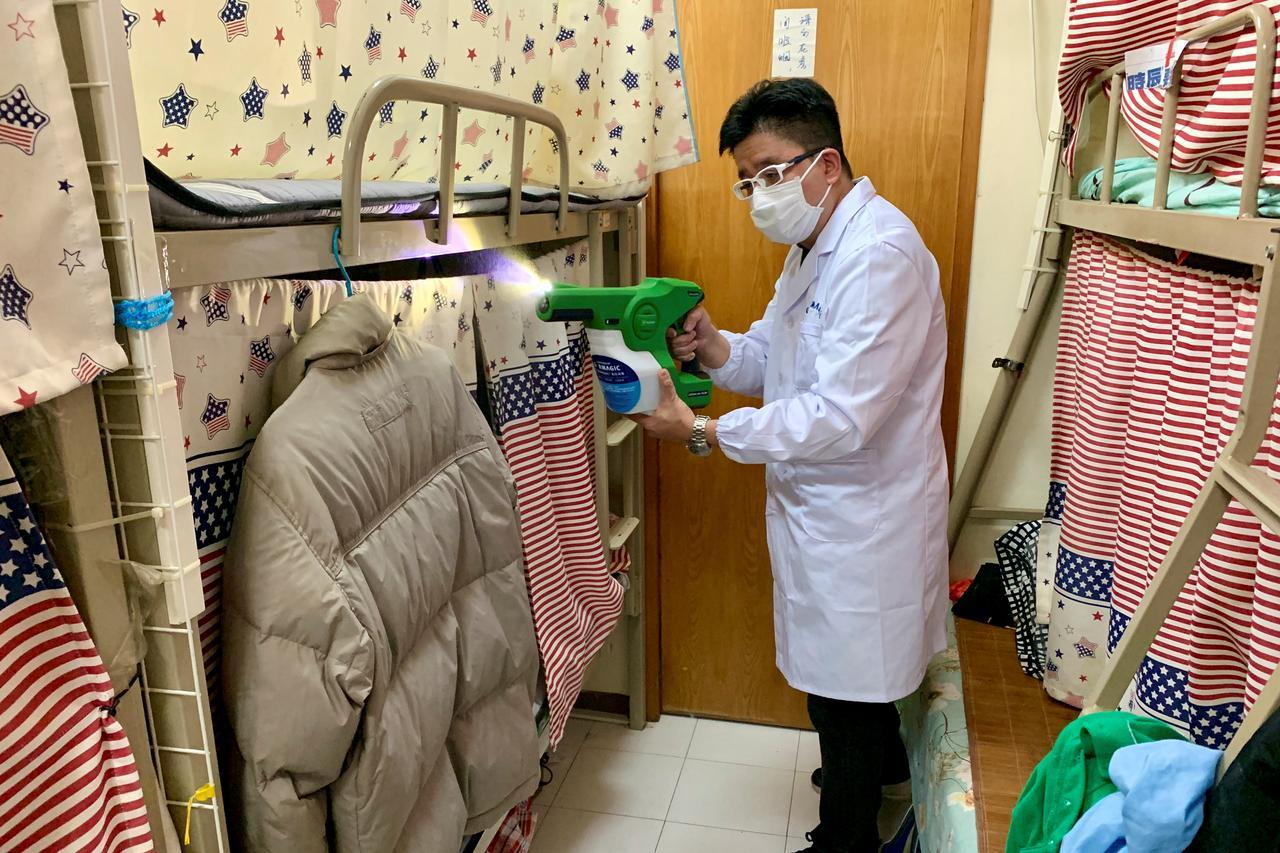 """Hong Kong, shkencëtarët krijojnë """"veshjen"""" antivirale"""