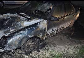 Dy makina përfshihen nga flakët në kryeqytet, dyshohet për zjarrvënie të qëllimshme