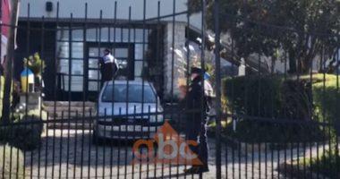 Në 24 ore 26 shqiptarë kalojnë kufirin në Kapshticë, vetkarantinohen në një hotel në Korçë