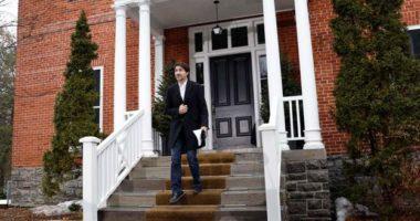 Kryeministri kanadez rikthehet në punë, del nga shtëpia pas 14 ditësh karantinë