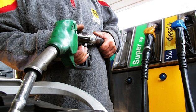 """""""Çmenduria"""" me çmimin e naftës, pse prodhuesit janë gati të paguajnë blerësit"""