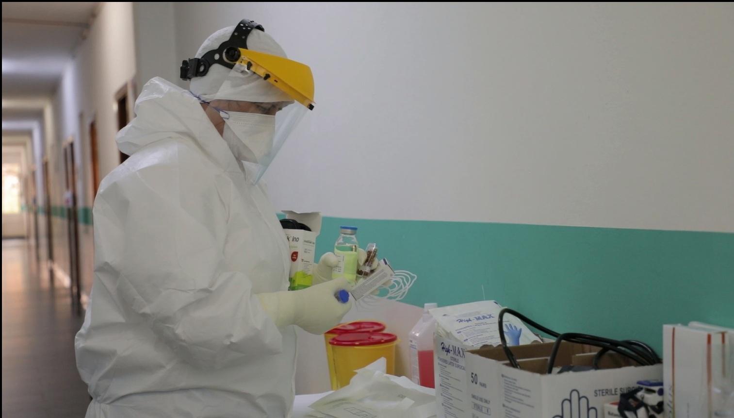 11 të infektuar, fasoneria kthehet në vatër të rrezikshme koronavirusi në Vlorë
