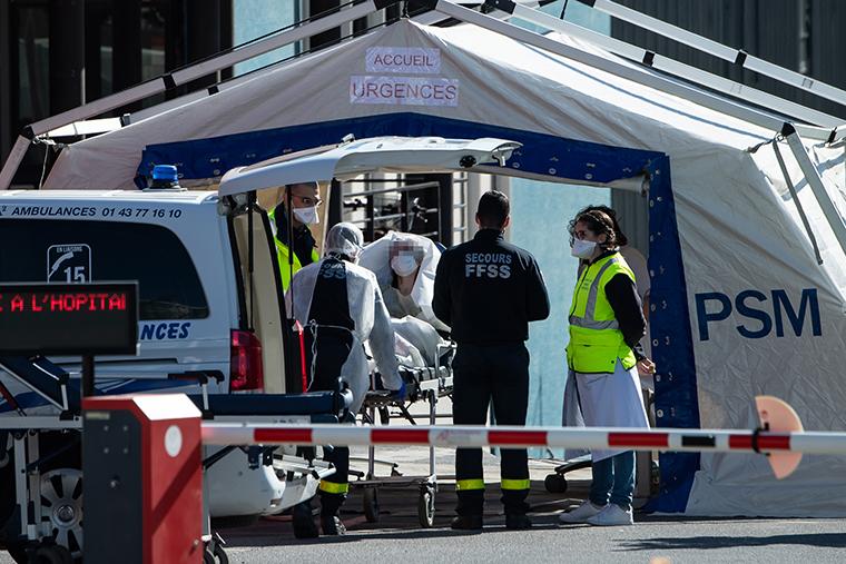 """Franca """"nën """"pushtetin"""" e koronavirusit, në 24 orë 531 viktima"""