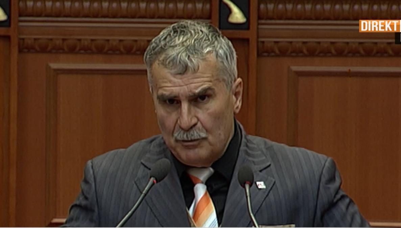 """""""Keni burrni dhe mos bëni hile"""": Gjuzi del jashtë rendit të ditës në Kuvend"""
