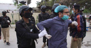 Protestuan për mungesë ta masave mbrojtëse: Arrestohen mjekët, bojkotohet shërbimi në spitale