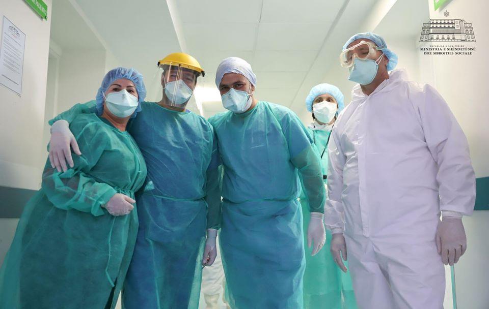 Edhe tre mjekë të tjerë fitojnë betejën me Covid-19