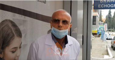 Fier, mjekët thirrje qytetarëve: Lufta nuk ka mbaruar, qëndroni në shtëpi
