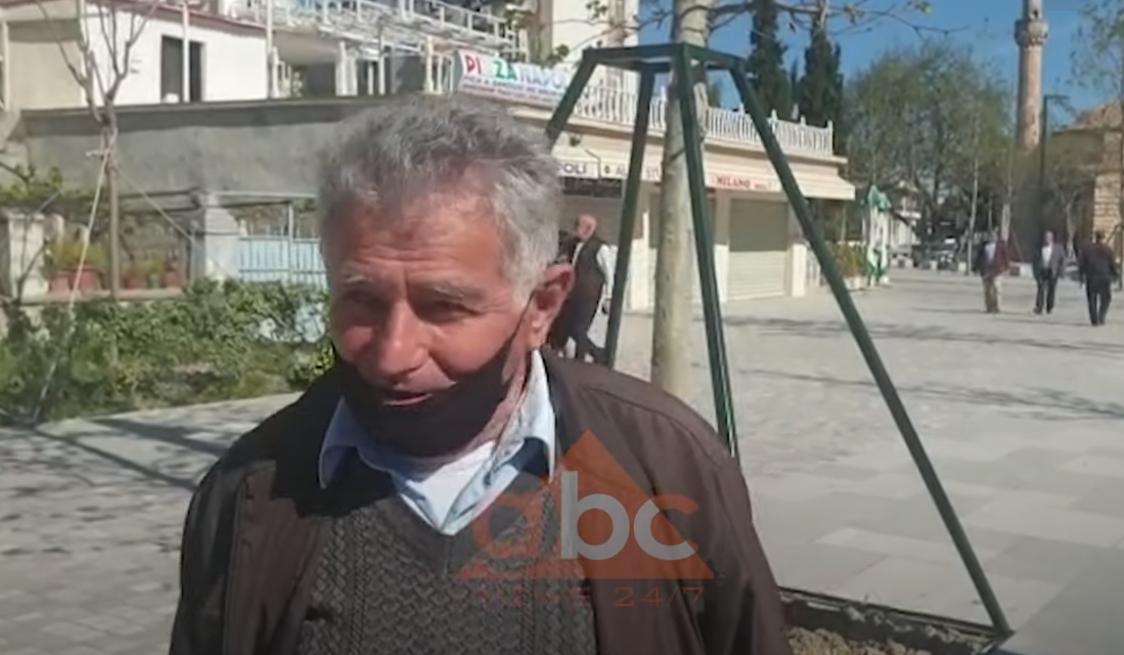 """VIDEO / """"Kafe s'ka, kot që kemi dalë"""", pensionistët në Vlorë të pakënaqur me masat kufizuese"""