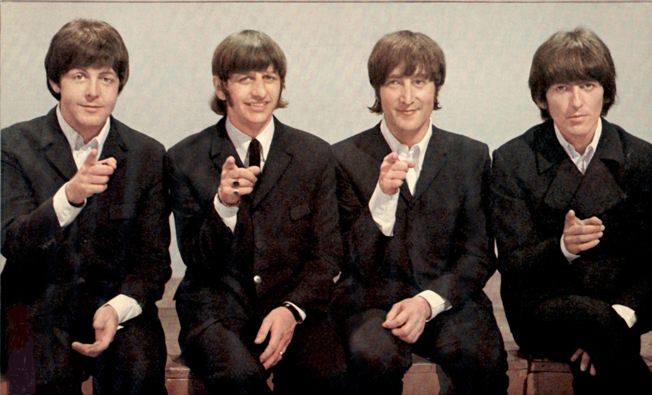 """Dorëshkrimi i këngës """"Hey Jude"""" të Beatles shitet në ankand për 910,000 dollarë"""