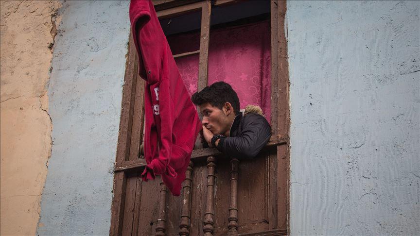 """""""Lecka të kuqe në dritare"""", kjo eshte mënyra për të kërkuar ndihmë e kolumbianëve"""