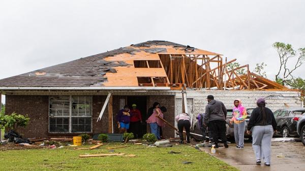 Tornado godet ShBA-në, humbin jetën 13 persona