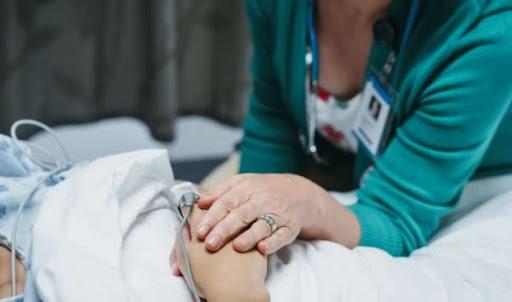 EMRI/Plagosi me thikë infermieren, kapet 36 vjeçari në Lushnje