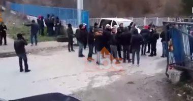"""""""Kemi dy dit që nuk e njohim ushqimin"""", emigranti: Përplasje të fortë me policinë, na kanë shtyrë deri në kufirin grek"""