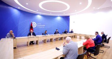 Basha takim me Dhomën e Tregtisë: Paketat financiare 1 dhe 2 të qeverisë, joefektive