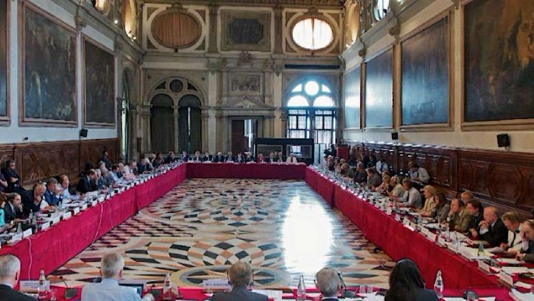 Venecia publikon raportin përfundimtar: Paketa anti-shpifje nuk është gati për miratim