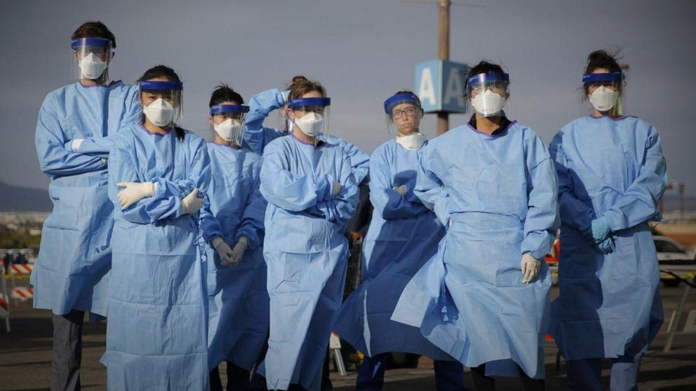 """Koronavirusi nuk """"kursen"""" as bluzat e bardha, ja sa mjekë dhe infermier kanë humbur jetën nga pandemia"""