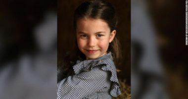 Sot feston 5-vjetorin, familja publikon foto të princeshës Charlotte duke bërë bamirësi