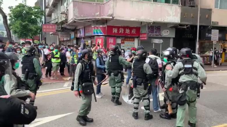 Rikthehen tensionet në Hong Kong, policia hedh ujë dhe gaz lotsjellës drejt protestuesve
