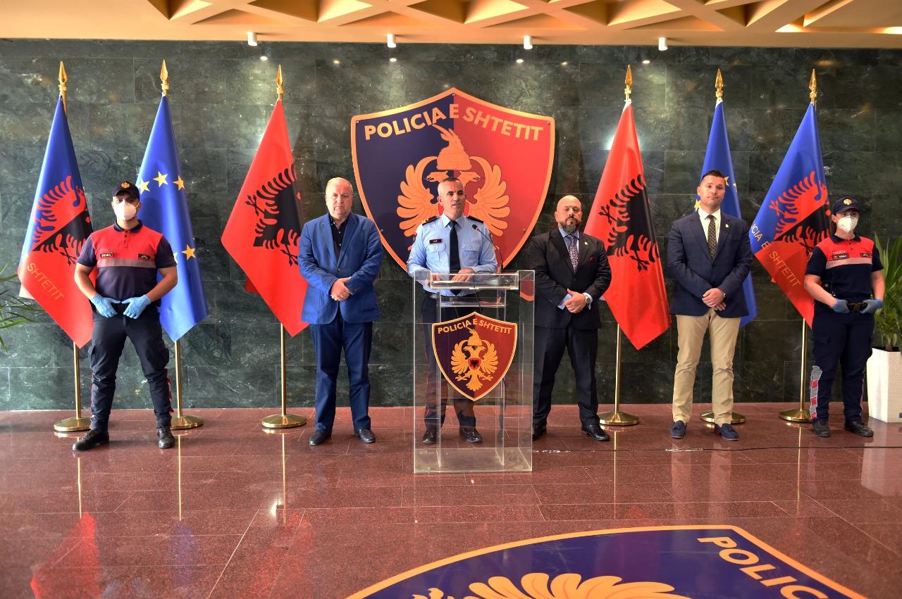 EMRAT/ Shqiptarë me pasaporta false në SHBA, shkatërrohet grupi me 25 persona
