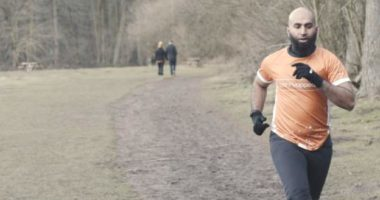 Vrapoi çdo ditë ndërsa agjëronte, 34-vjeçari arrin të mbledhë 52,000 paund për bamirësi