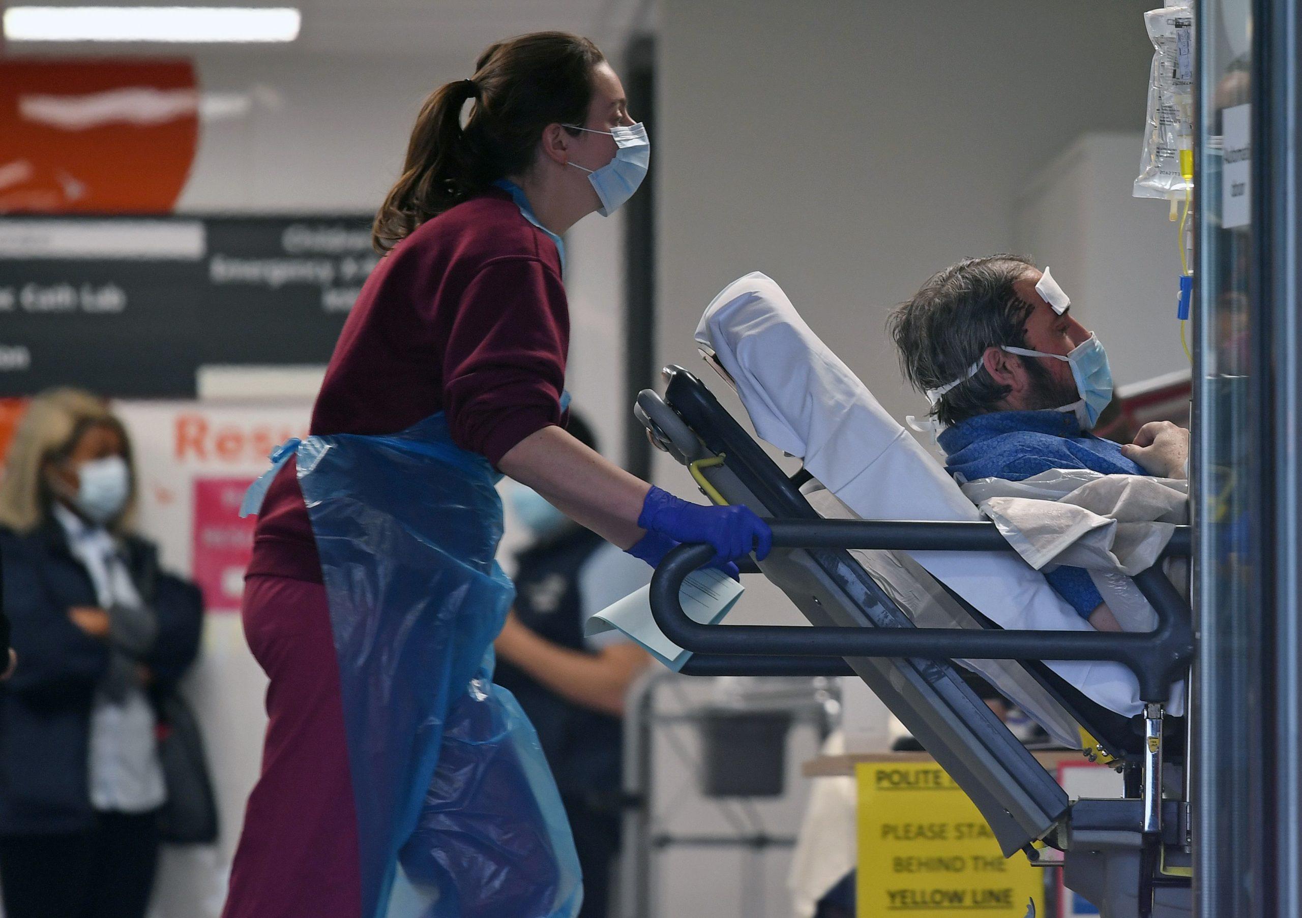 """Flasin ekspertët anglezë: Ky është """"elementi"""" që i mbron gratë nga koronavirusi"""