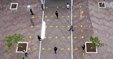 Zgjidhje kreative për distancën sociale, mes tyre edhe Shqipëria