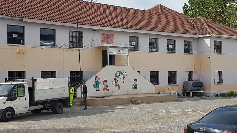 Prishen shkollat në Durrës, Xhaferraj: Situata po i lejon qeverisë të mbyllë në mënyrë jo-ligjore tenderët
