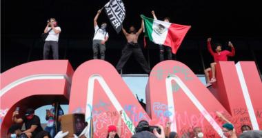 Protestat masive vazhdojnë në SHBA, sulmohet selia qëndrore e CNN