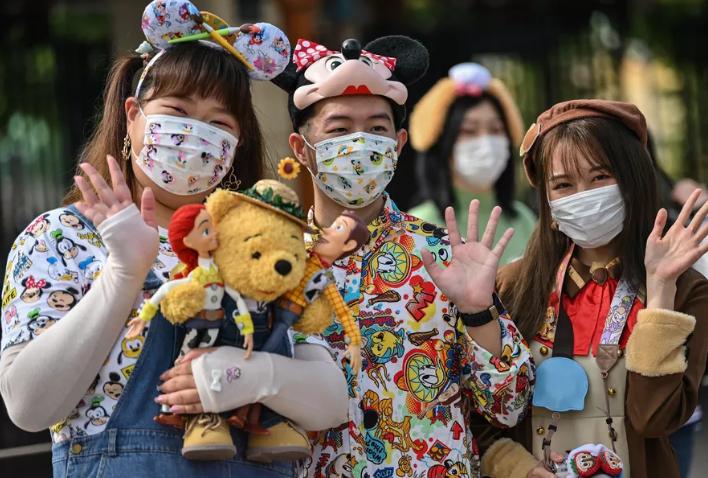 Rihapet Disneyland në Shangai, masat mbrojtëse të detyruara për vizitorët