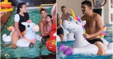 Familja e CR7 në pishinë, krahasim epik Georgina-Maguire në rrjetet sociale