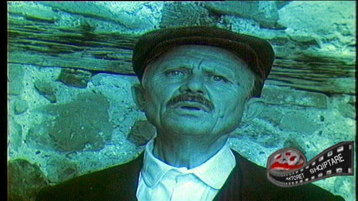 """""""Si më zunë me """"dashnoren"""" brenda në teatër"""", rrëfimi i aktorit Koço Qendro"""