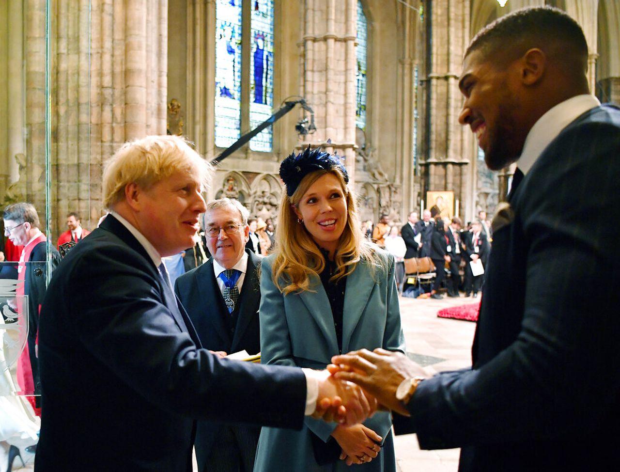 Boris Johnson, i vë djalit emrin e mjekëve që i shpëtuan jetën nga koronavirusi