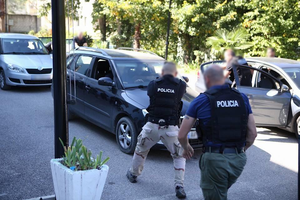 Policia i sekuestron 3.7 milion euro prona dy vëllezërve problematikë në Tiranë: Bëmat e tyre