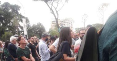 U shfaq në protestën për Teatrin, jep dorëheqjen vajza e Artan Shkrelit
