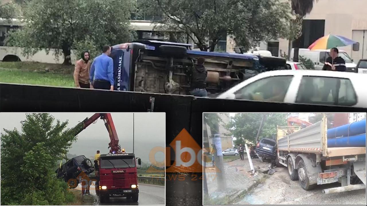 Makina të përmbysura e shtylla të rrëzuara, reshjet e shiut bëhen shkak për 5 aksidente në vend