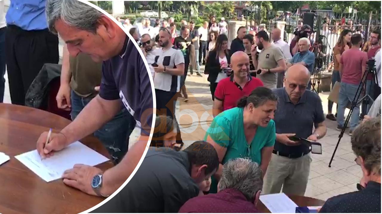 Kërkon rindërtimin e Teatrit ashtu siç ishte, Aleanca vazhdon me mbledhjen e firmave në Shkodër
