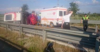 VIDEO / Përmbyset ambulanca me 5 persona në Lushnje, vdes pacienti