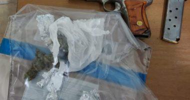 Pistoletë pa leje dhe kanabis me vete, vihet në pranga 28-vjeçari në Durrës