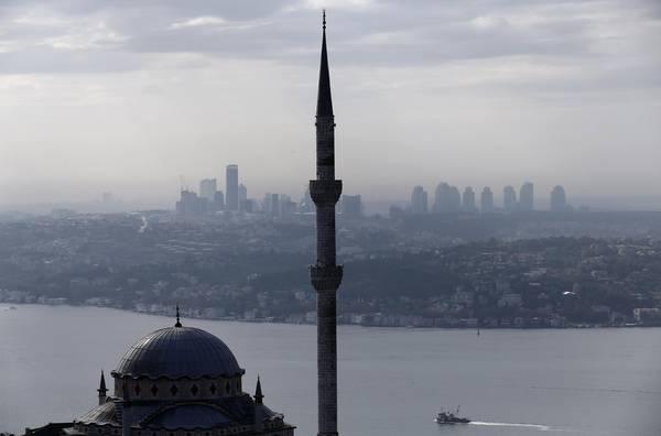 """Në xhamitë e Izmirit dëgjohet kënga """" Bella Ciao"""". Tërbohet presidenti turk Erdogan: Qytet i pafe"""